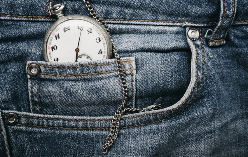 homme porte montre a gousset